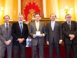 El Consejo Superior de los Colegios de Arquitectos otorga la Medalla CSCAE a la Fundación Arquia por su labor de apoyo a los intereses de la profesión