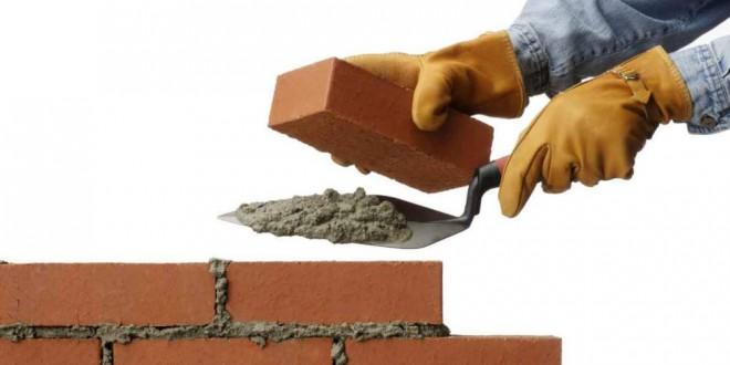 El sector de la construcción es el único que consigue disminuir el número de parados en octubre