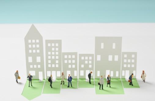 Demanda de la comunidad de propietarios contra empresa promotora por incumplimiento en el plazo de entrega de vivienda