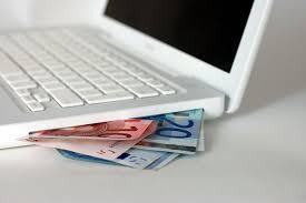 El precio medio de los préstamos tradicionales supera en casi un 40 % al de los créditos online más baratos