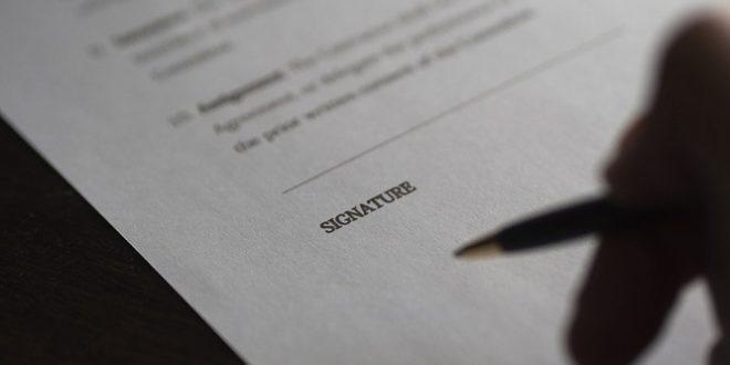 Contrato de arras. Resolución del contrato al no aceptar los compradores el préstamo hipotecario gestionado por la inmobiliaria, y reclamación de la cantidad entregada como arras