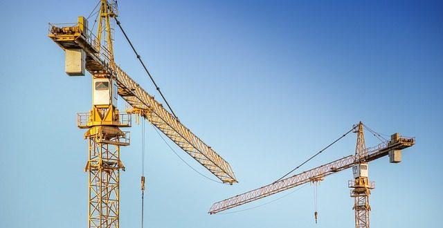 ¿Qué responsabilidades asume la comunidad de propietarios en el caso de obras comunitarias?