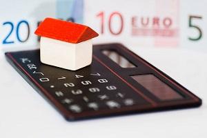 En 2018 la diferencia entre alquilar en el barrio más caro y el más barato de Madrid y Barcelona superó los 300 euros al mes