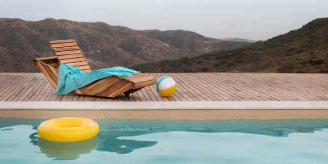 Demanda de reclamación de cantidad de una empresa de piscinas a otro por negligencia en piscina